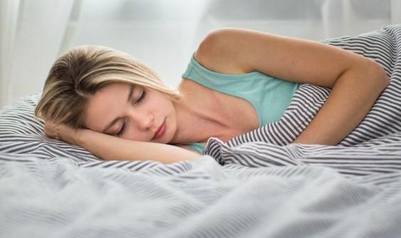 Las mejores posturas para dormir si sufres dolores