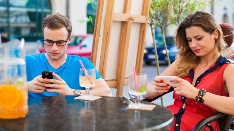 Consecuencias físicas de abusar del móvil