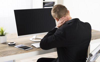 Evita las malas posturas en la oficina